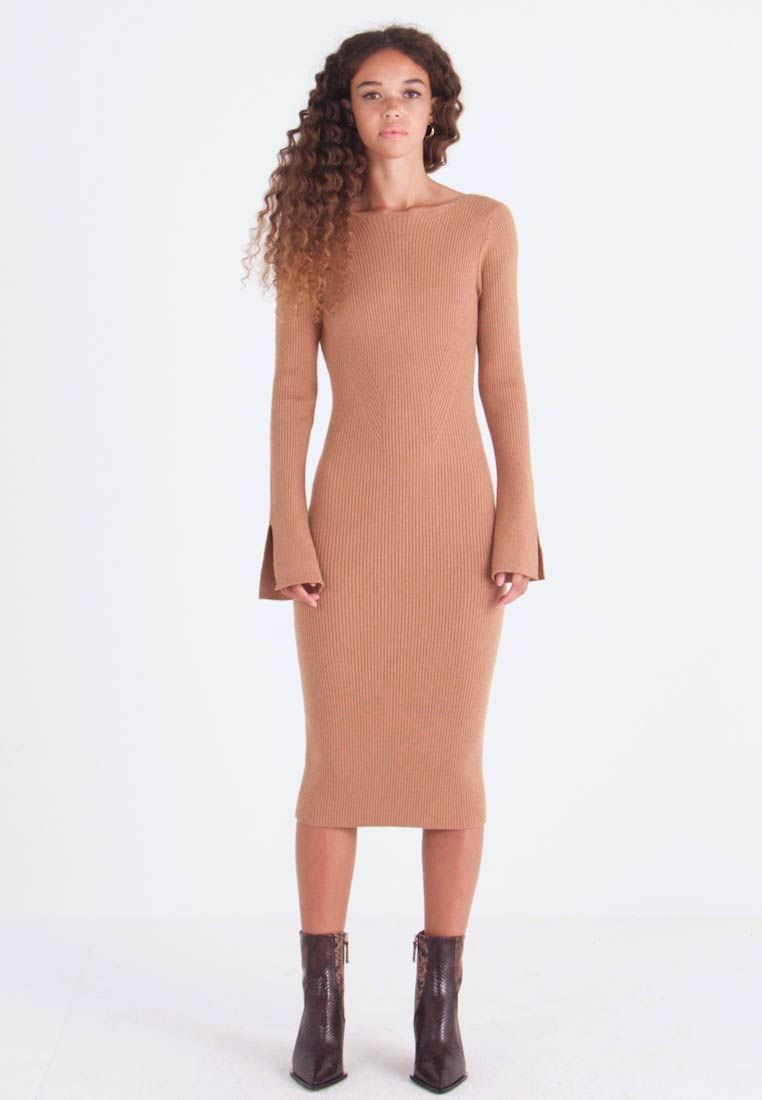 4th & Reckless Petite - COREY MIDI DRESS WITH LOW V SHAPED BACK - Robe pull - camel - 1