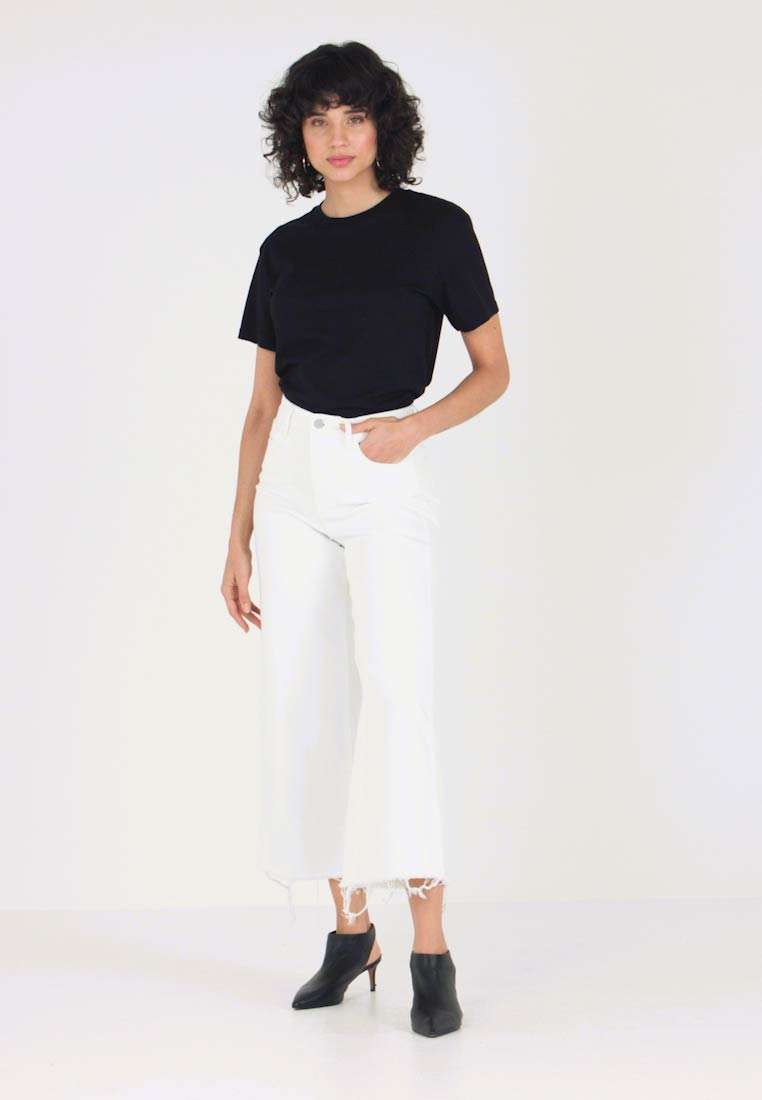 Banana Republic - MIDRISE CROP WIDE RELEASE - Flared jeans - white - 1