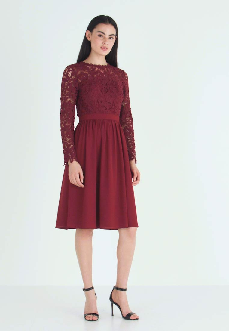Chi Chi London - LYANA DRESS - Sukienka koktajlowa - burgundy - 1