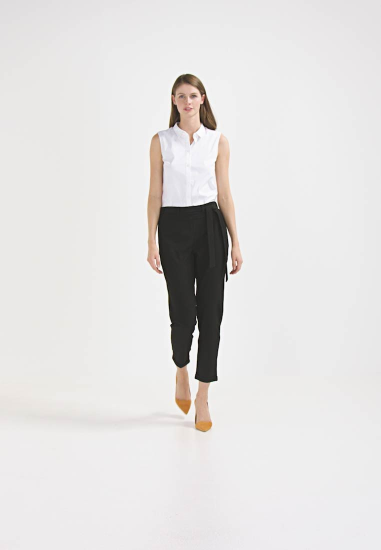 Kaffe - JILLIAN BELT PANT - Kangashousut - black deep - 1