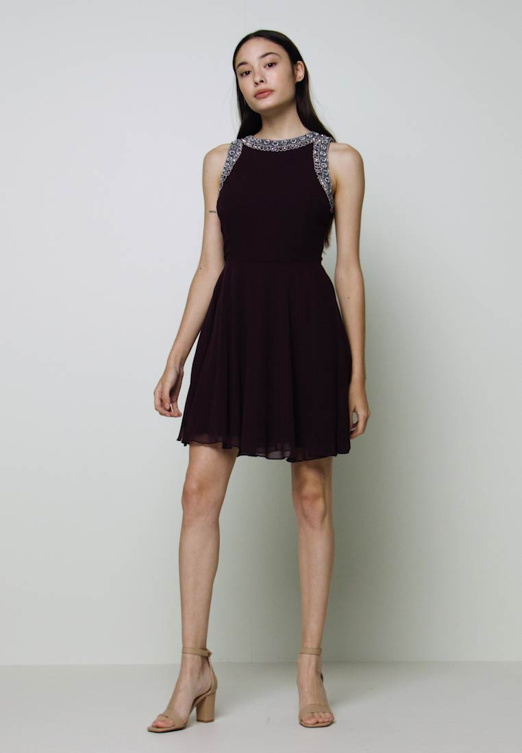 Lace & Beads Petite - DUNYA SKATER PETITE - Cocktail dress / Party dress - burgundy - 1