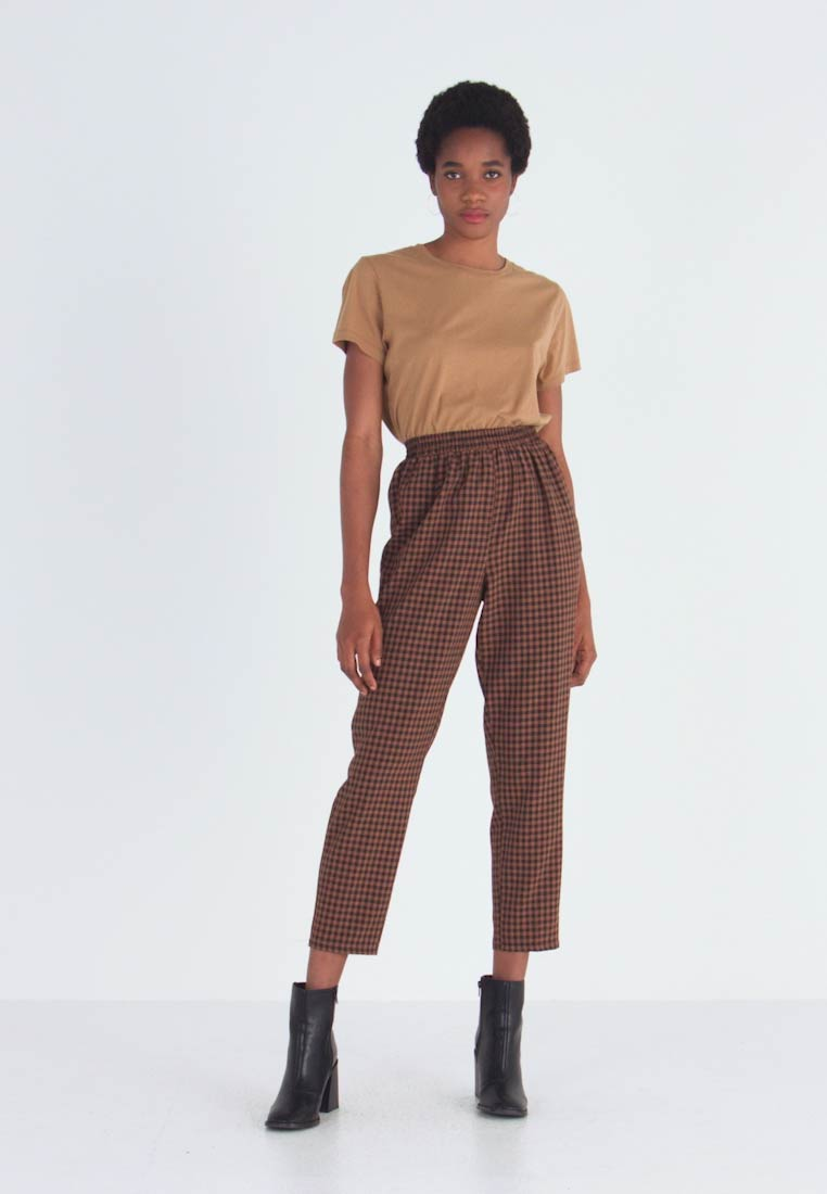 Missguided - TIE WAIST SLIM LEG TROUSERS - Kalhoty - brown - 1