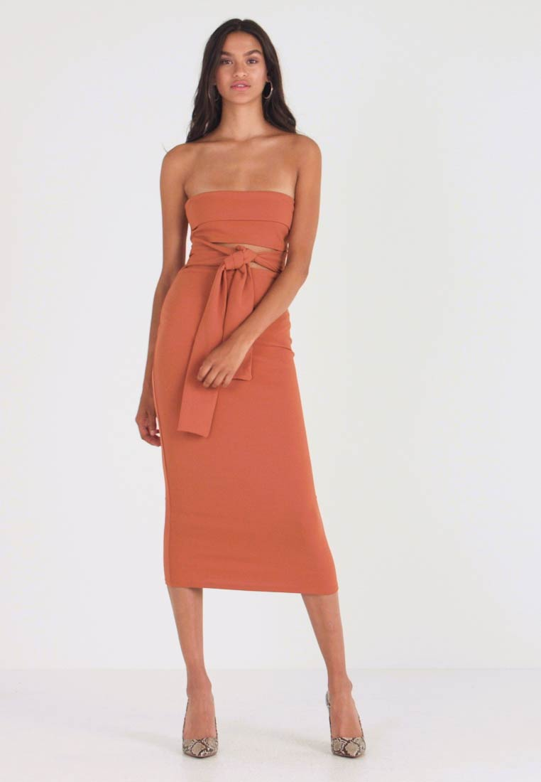 Missguided - CUT OUT BELTED BANDEAU DRESS - Vestito elegante - brown - 1