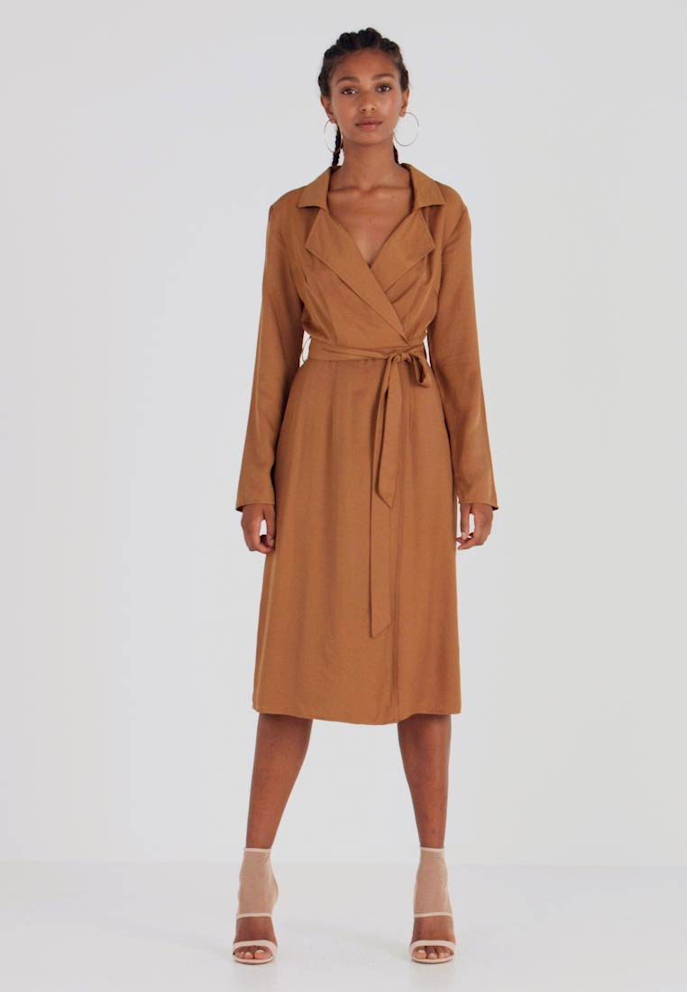 Missguided - PLUNGE BELTED SLIT FRONT MIDI DRESS - Abito a camicia - sand - 1