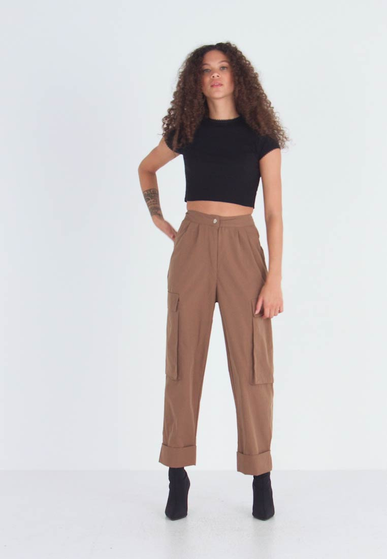 Missguided Petite - PLEAT FRONT TURN UP HEM CARGO TROUSER - Cargo trousers - tan - 1