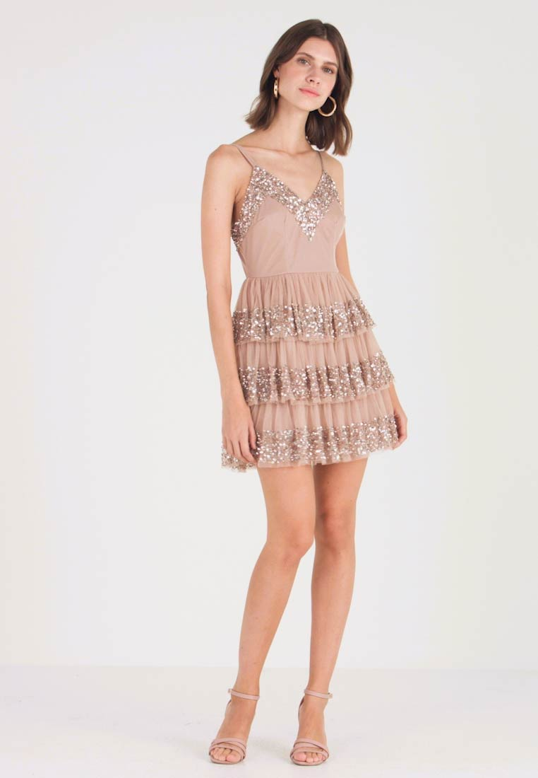 Maya Deluxe - EMBELLISHED MINI WITH TIERED SKIRT - Juhlamekko - taupe blush - 1