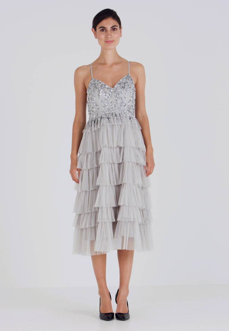 Maya Deluxe - PLUNGE FRONT EMBELLISHED MIDI DRESS WITH MULTI TIERED SKIRT - Sukienka koktajlowa - soft grey - 1