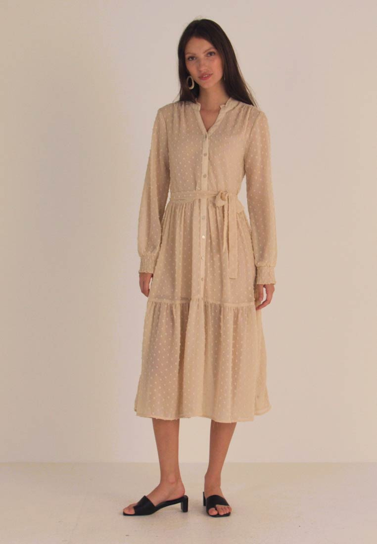 Miss Selfridge - TIERED DOBBY DRESS - Abito a camicia - nude - 1