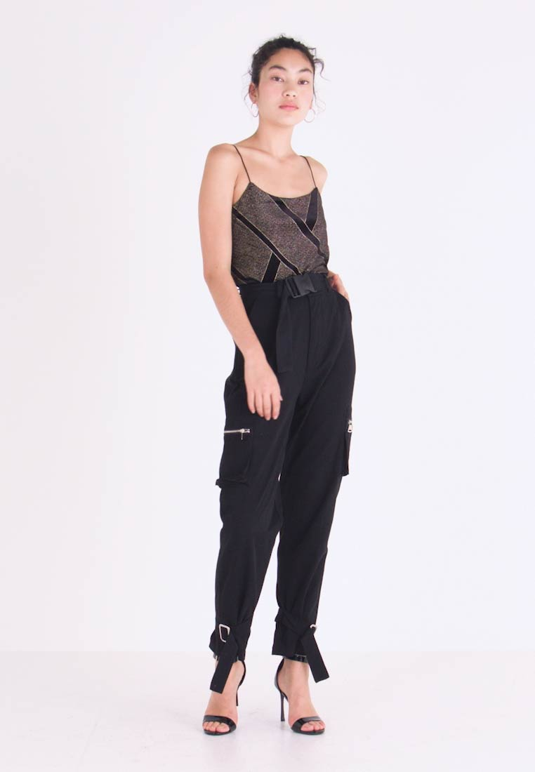 Missguided Tall - UTILITY POCKET BUCKLE CARGO TROUSERS - Pantalones - black - 1