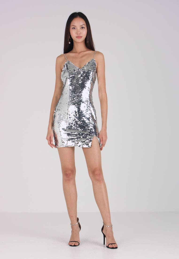 NA-KD - SHORT SLIP DRESS - Robe de soirée - silver - 1
