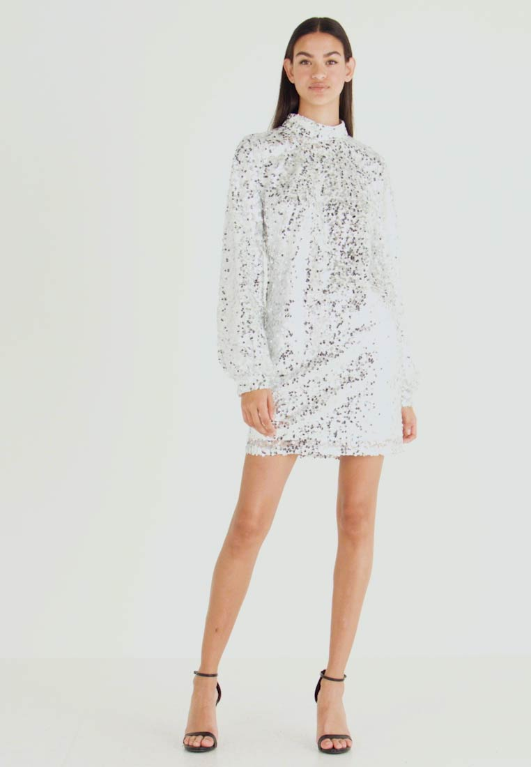 Nly by Nelly - HIGH NECK SEQUIN DRESS - Vapaa-ajan mekko - silver - 1