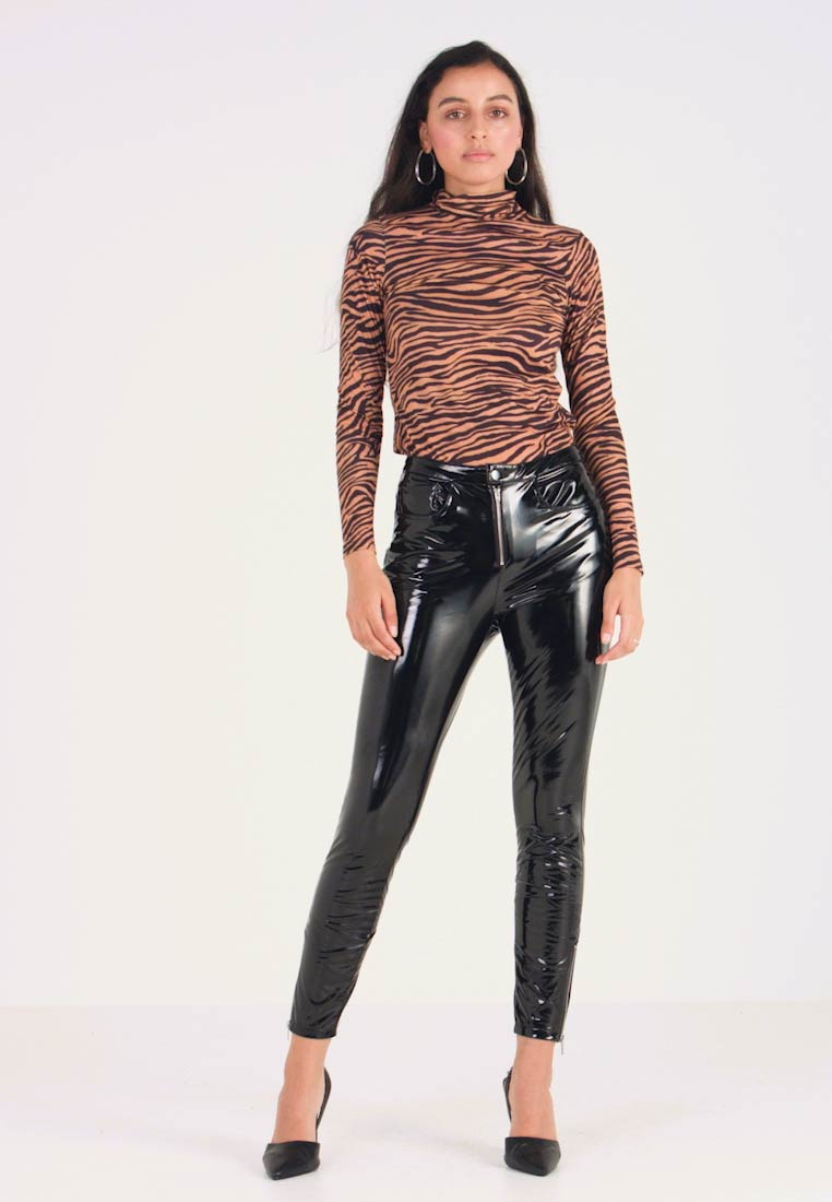 ONLY - ONLBEA GLAZED PANT - Trousers - black - 1