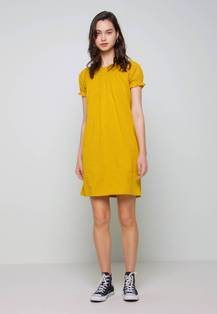 ONLY - ONLVANNA DRESS - Žerzejové šaty - golden yellow - 1