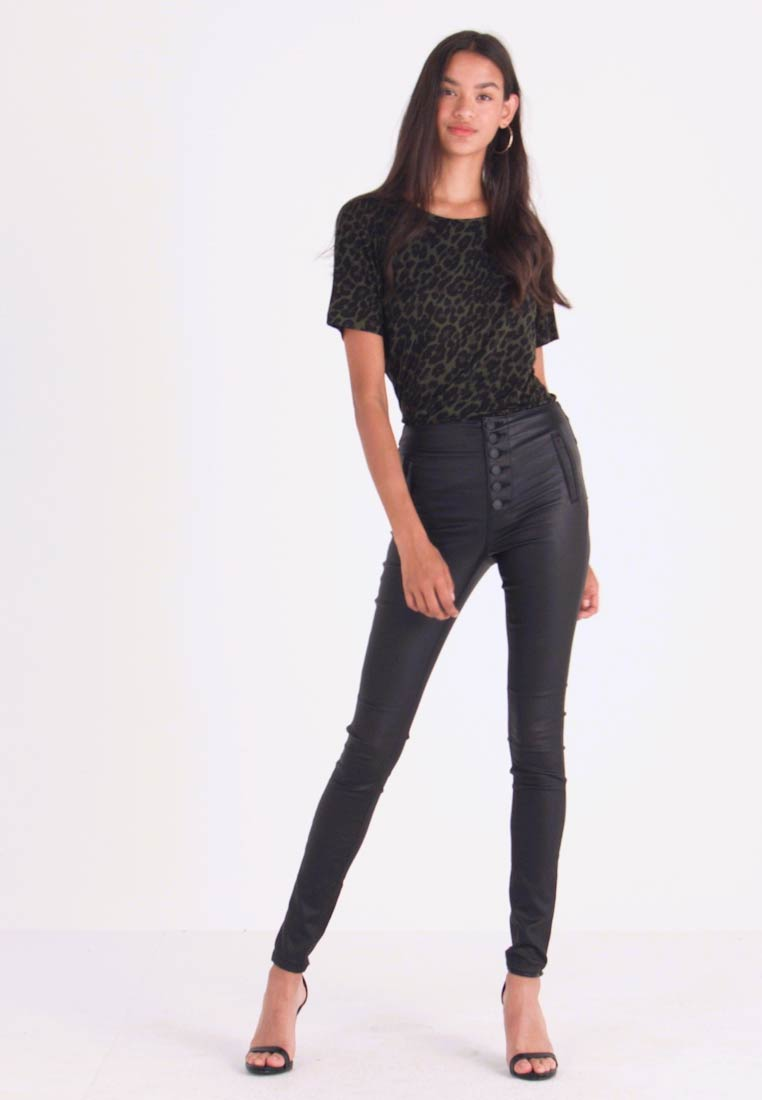 ONLY - ONLROYAL COATED BUTTON PANT - Pantalones - black - 1