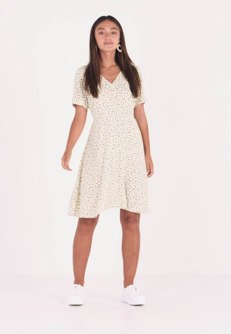 ONLY Petite - ONLJOLIE DRESS - Vapaa-ajan mekko - cloud dancer - 1
