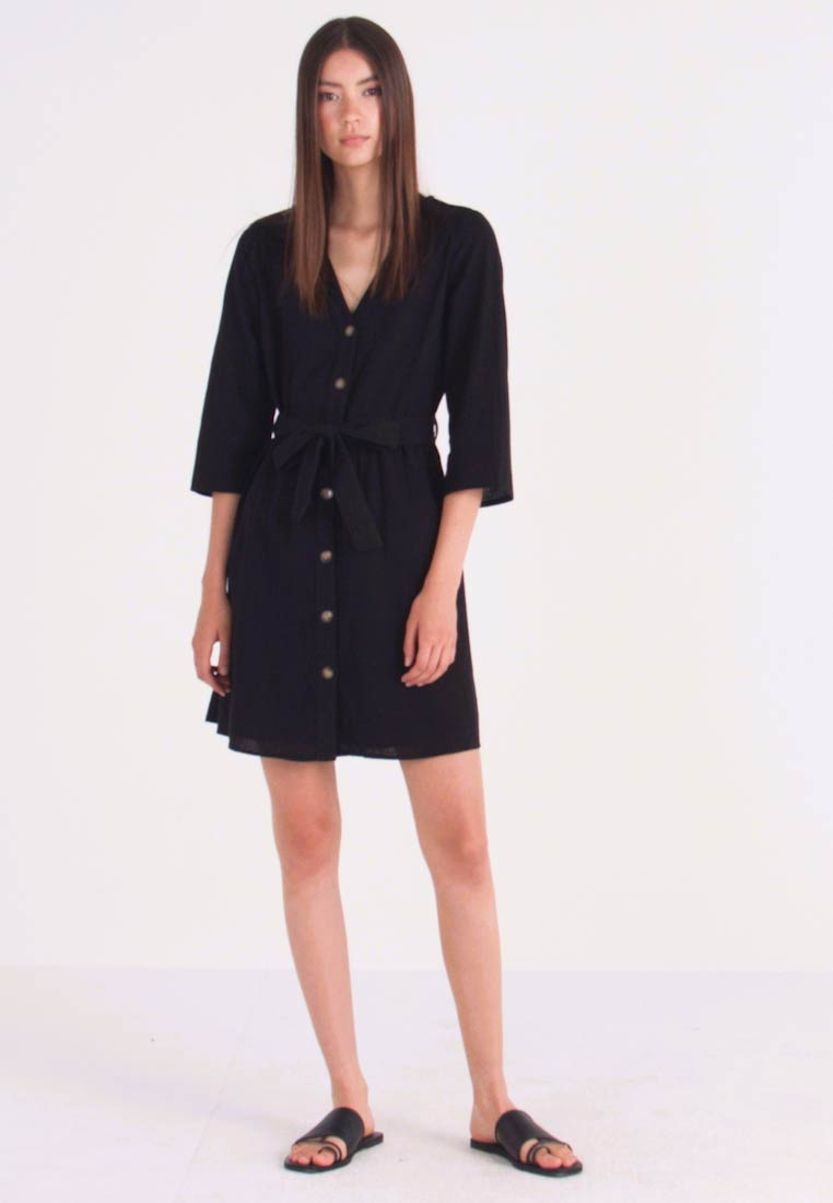 Pieces - PCESMO 3/4 SLEEVE DRESS - Robe chemise - black - 1