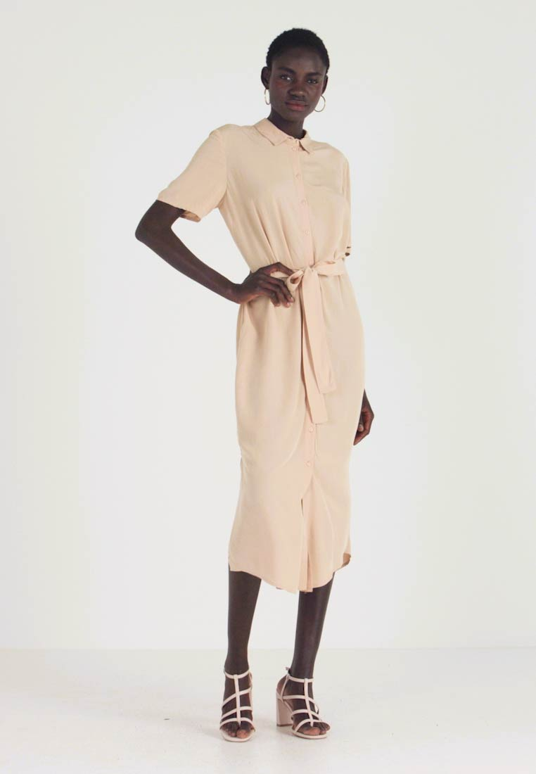 PIECES Tall - PCCECILIE DRESS - Robe chemise - warm sand - 1