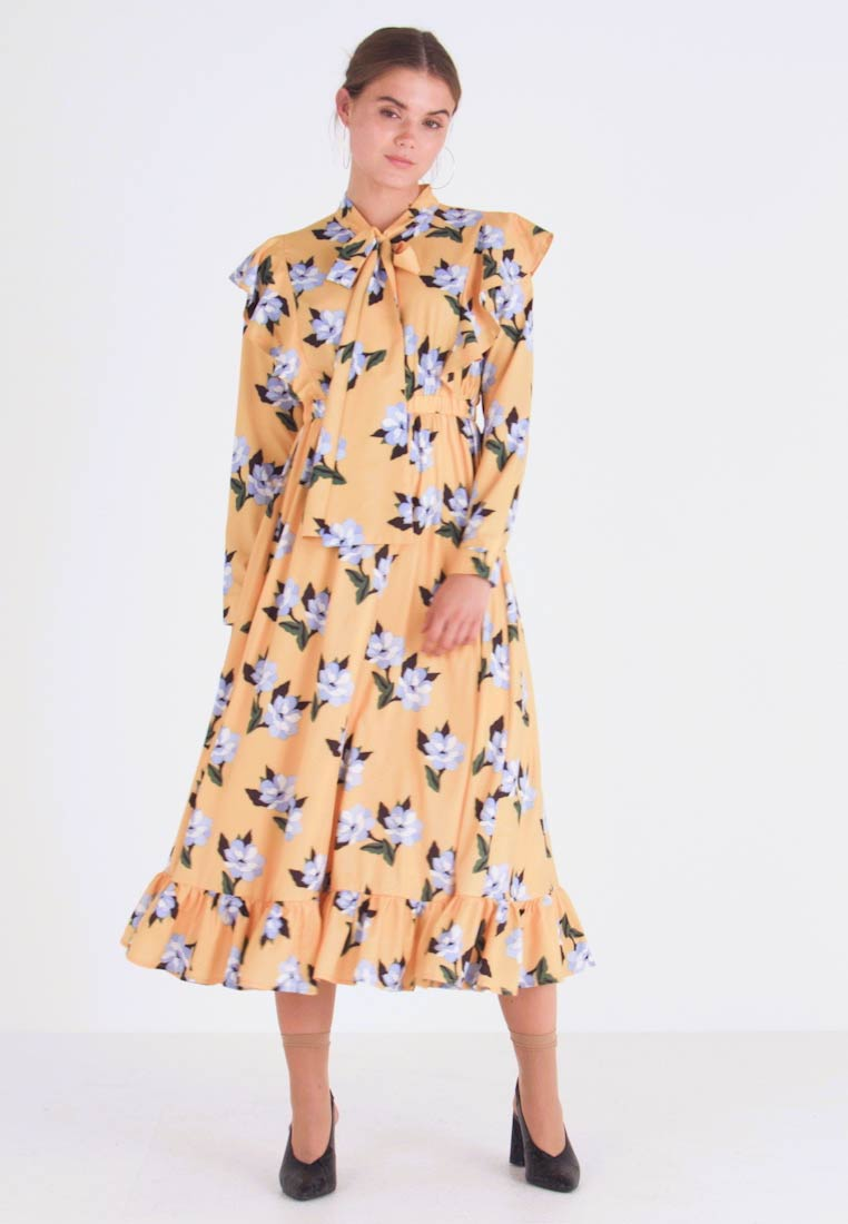 Sister Jane - SPECTATE FLORAL PRINT MAXI DRESS - Day dress - yellow - 1