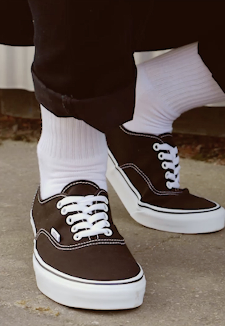 Vans - AUTHENTIC - Sneakersy niskie - black - 1