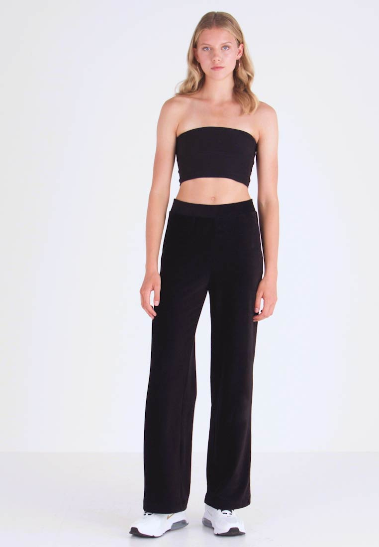 Vero Moda - VMPAN WIDE PANTS - Pantalon classique - black - 1