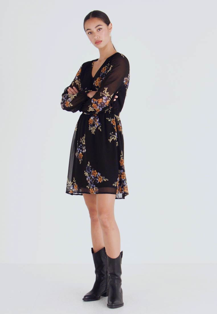 Vero Moda - VMALLIE SHORT SMOCK DRESS - Vestito estivo - black/allie - 1