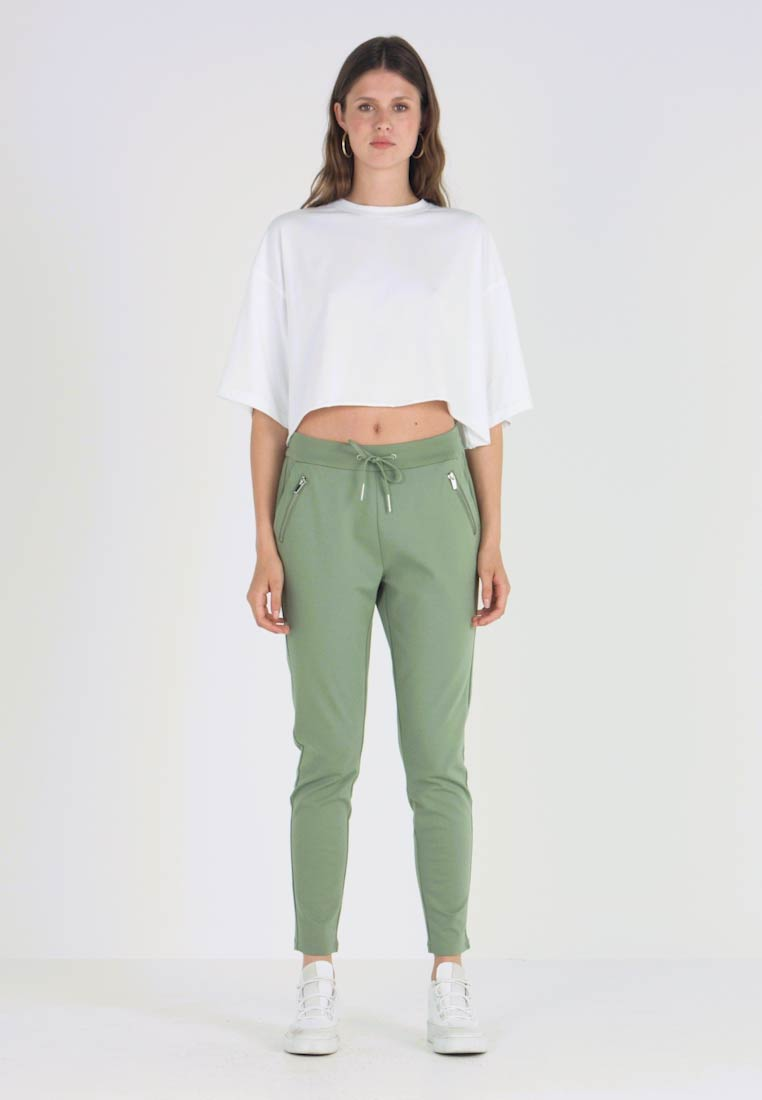 Vero Moda Tall - VMEVA LOOSE STRING ZIPPER PANT - Tracksuit bottoms - hedge green - 1