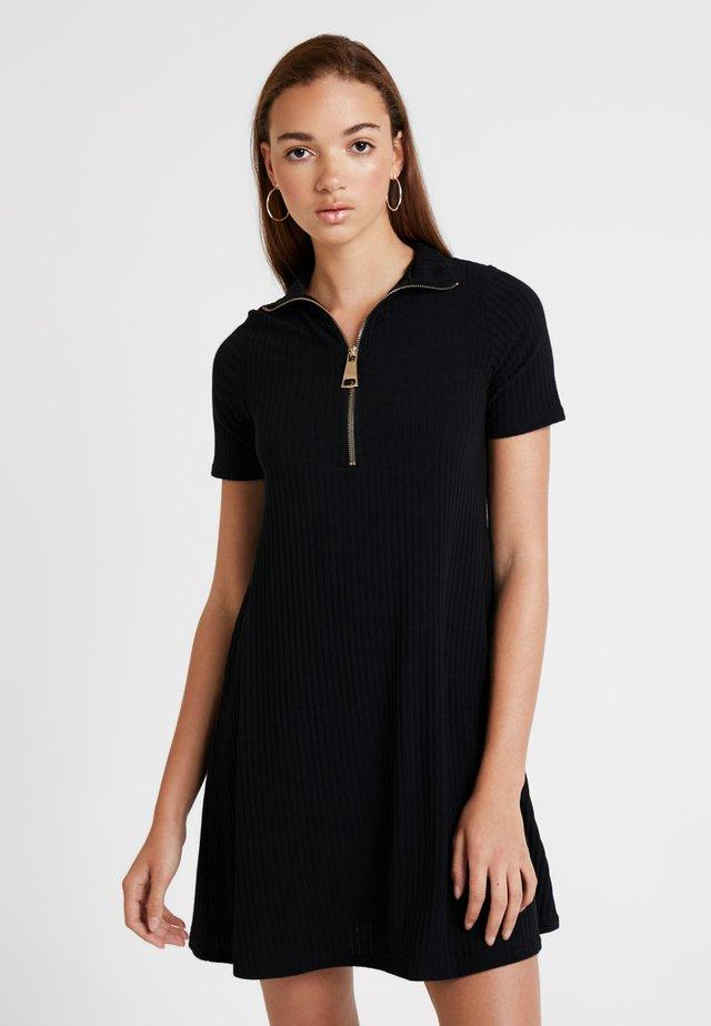 TURTLENECK ZIP SWING DRESS - Sukienka z dżerseju - black