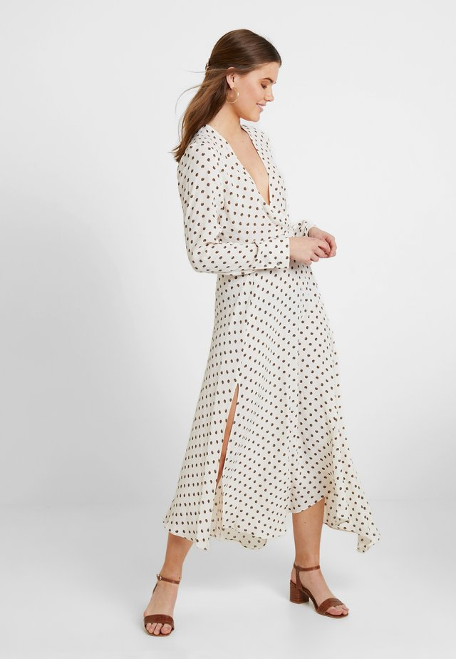 EXTURED DOT DRESS - Freizeitkleid - cream