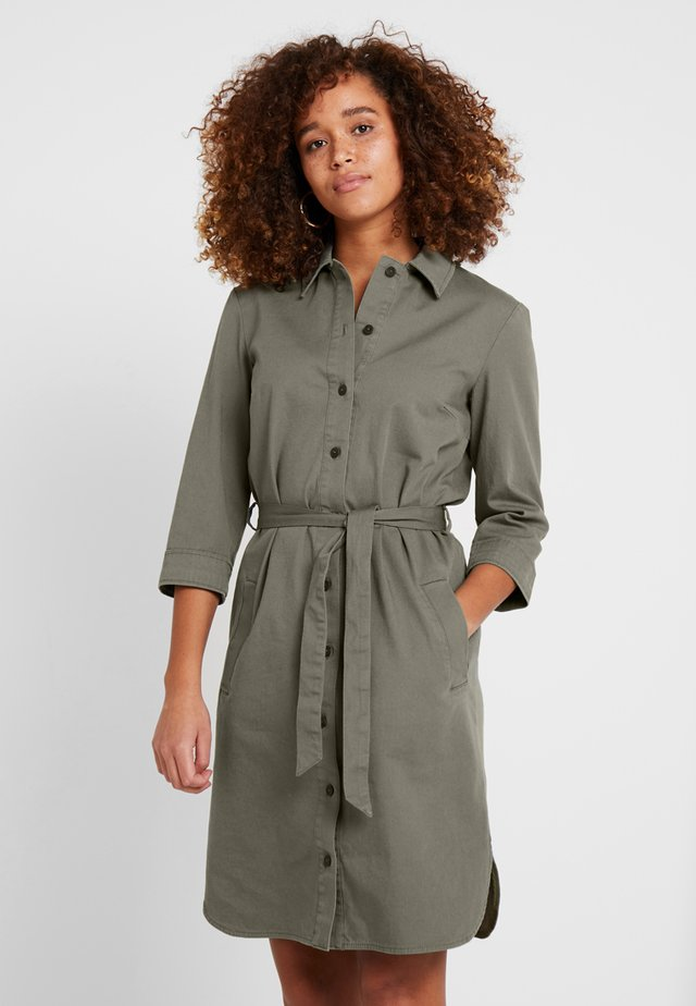 DRESS STRAIGHT-FITTED DETAILED - Blusenkleid - burnt olive