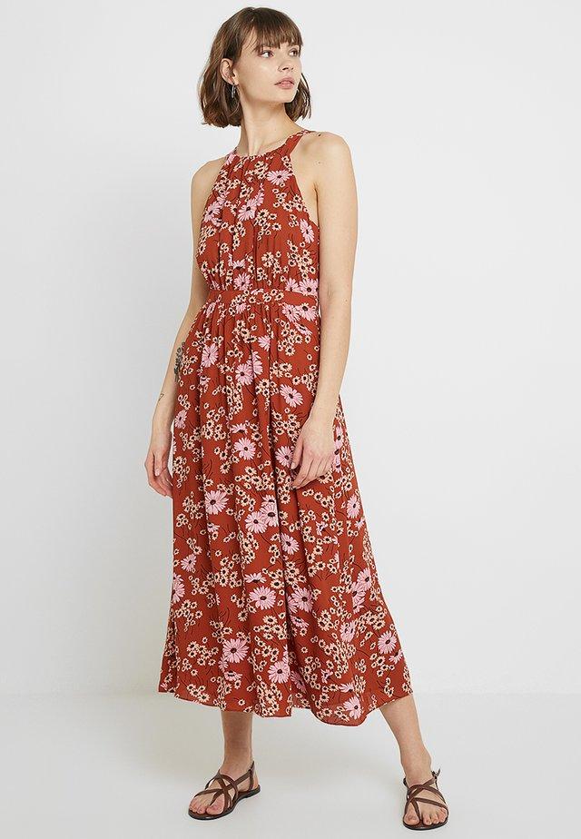 HALTER NECK TIE WAIST MIDI - Długa sukienka - brown/pink