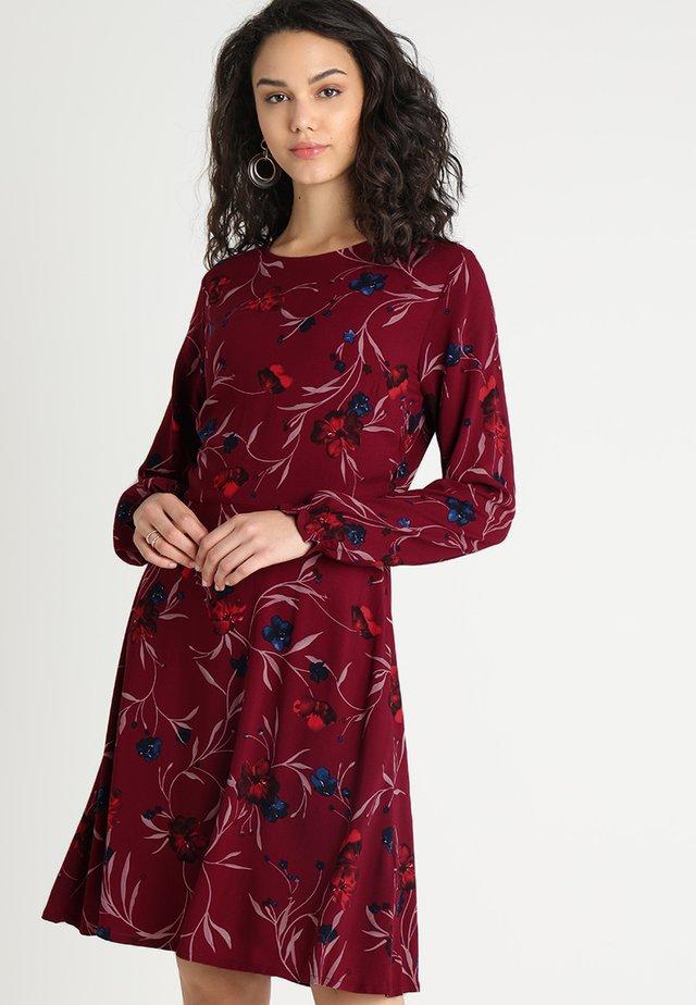JAYLEEN DRESS - Denní šaty - port royal combi