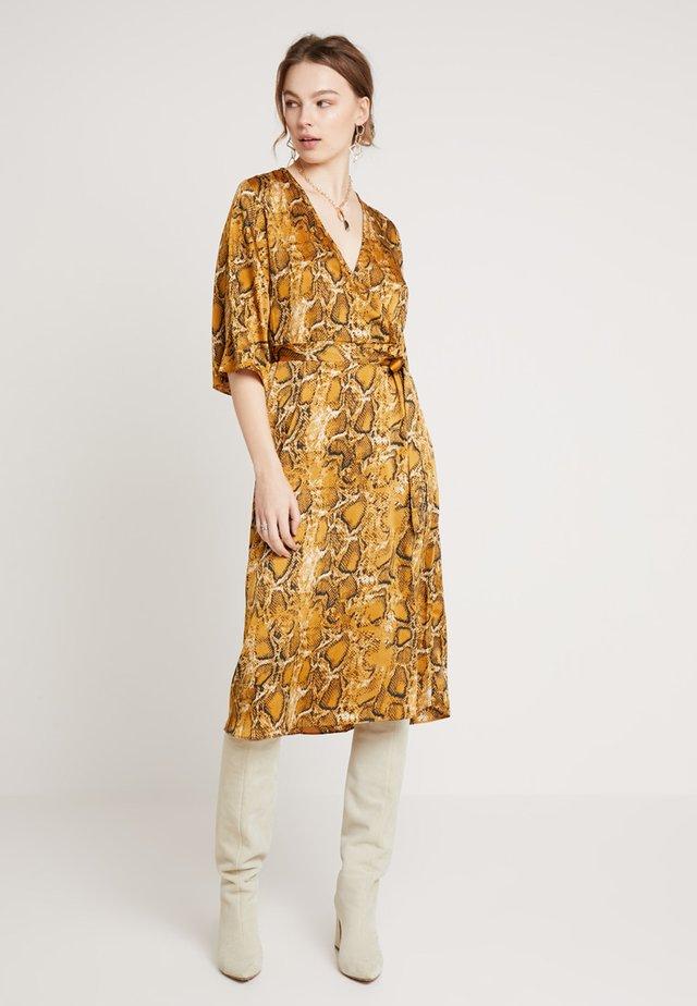 BXJONNA DRESS - Kjole - yellow