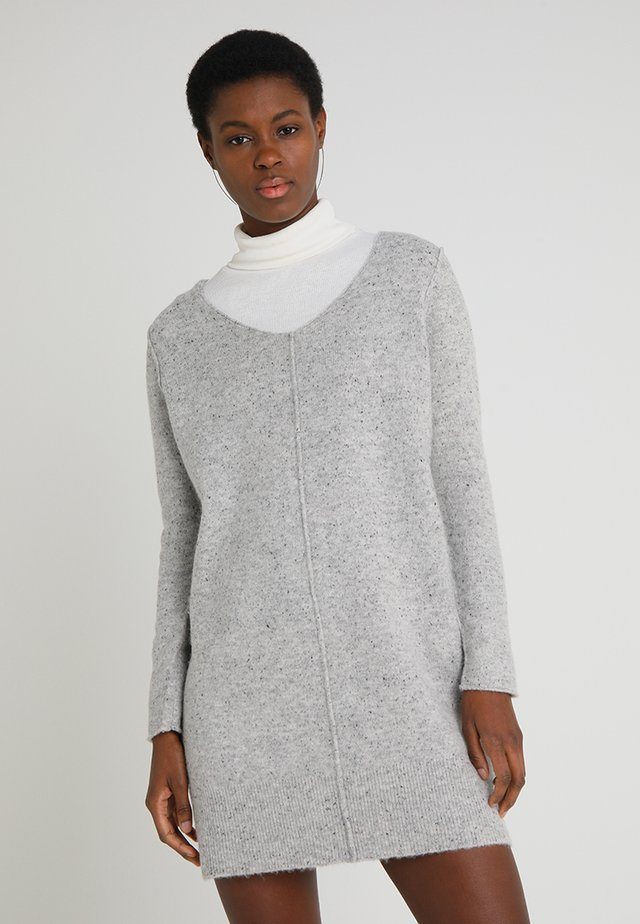 DRESS VNECK - Sukienka dzianinowa - pastel grey