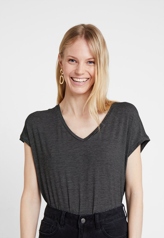 SASCHA - Print T-shirt - black