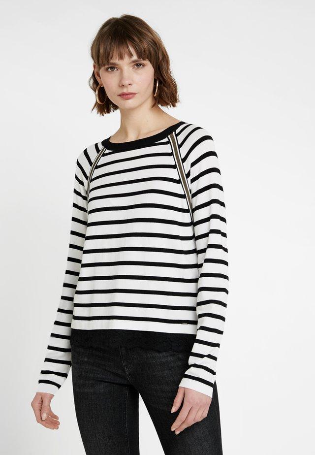 Strikkegenser - off-white/black