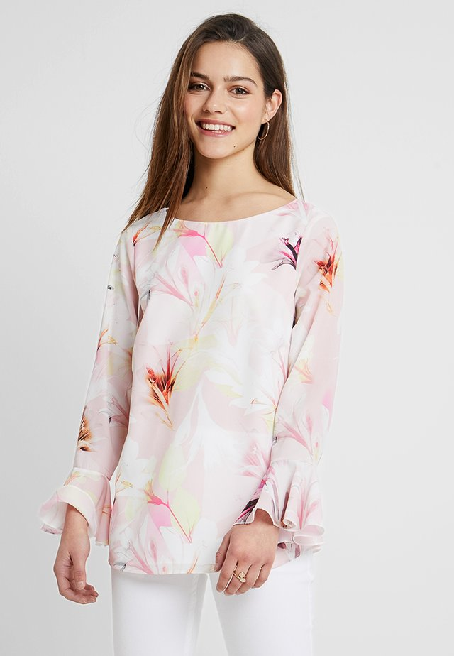 COLOUR BLOCK FLORAL FLUTE SLEEVE - Bluse - blush
