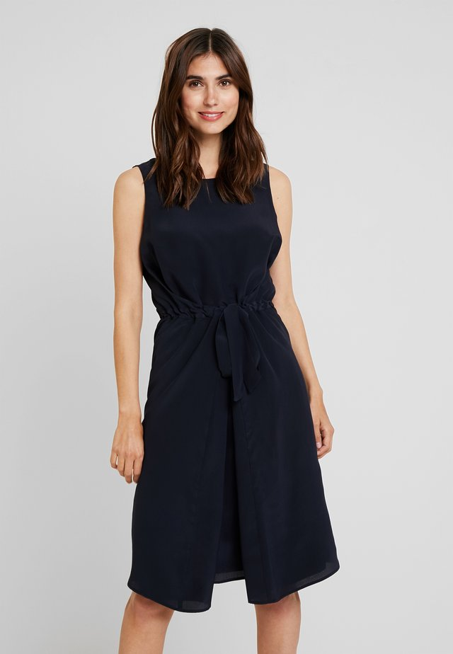 DRESS SLEEVELESS BELT INDIVIDUAL - Sukienka letnia - pure navy