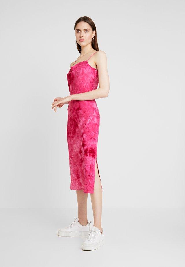 HOT STRAPPY - Freizeitkleid - pink