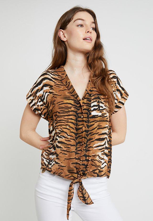 TIGER TIE HEM SHIRT - Camicetta - brown