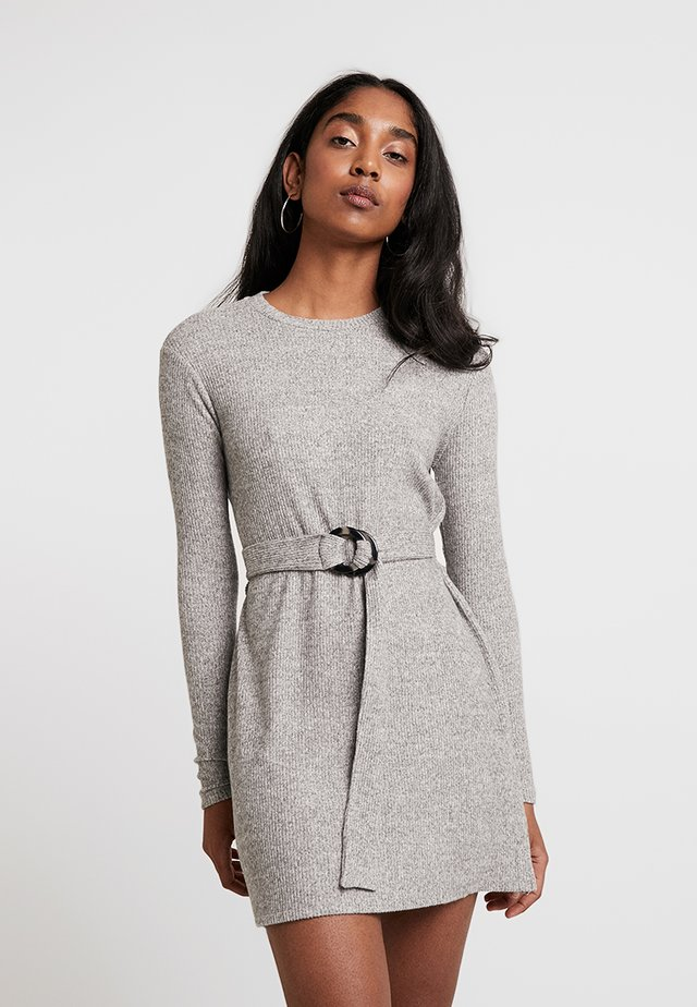 CUT AND SEW BELTED MINI - Abito in maglia - charcoal