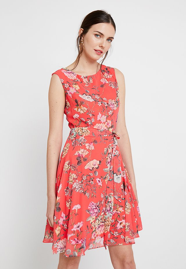 TRAILING FLORAL FIT AND FLATER - Day dress - coral