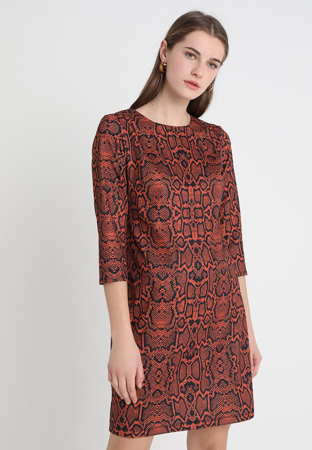 SNAKE PRINT DRESS - Sukienka letnia - orange