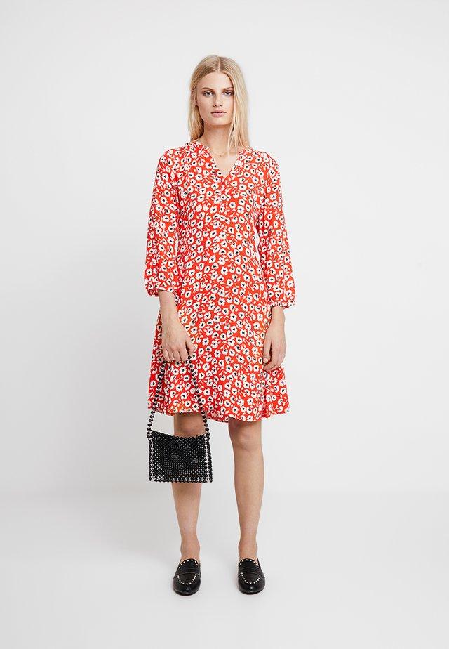 LINAJAS - Sukienka koszulowa - red