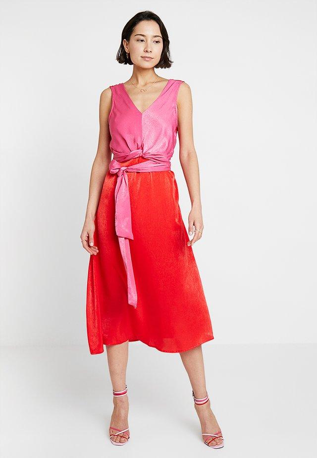 SIANA WRAP DRESS - Vestito elegante - patrol red/hot pink