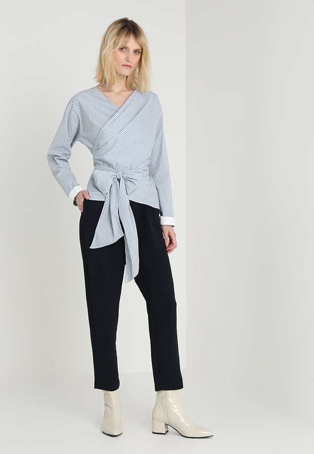 BASIC POPLIN - Blouse - light blue