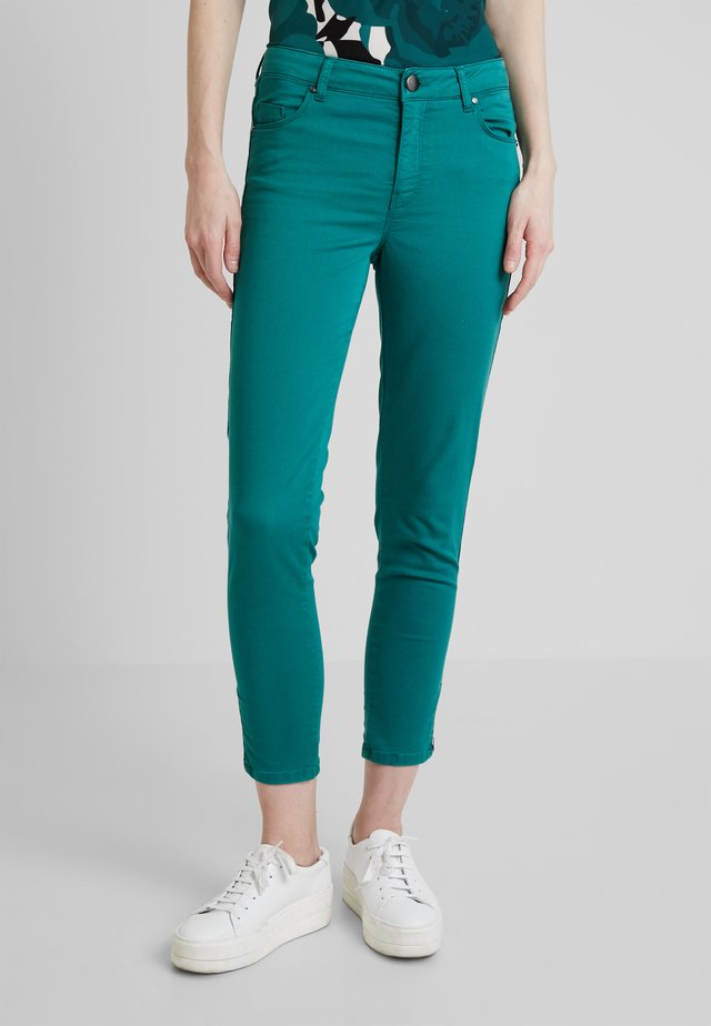 SHADI POWER - Trousers - ivy green