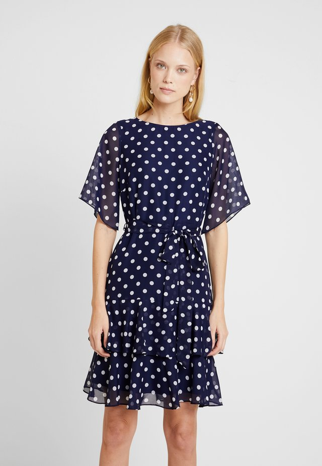 POLKA DOT TWO TIERED FIT AND FLARE NAVY EXCLUSIVE DRESS - Vestido informal - navy