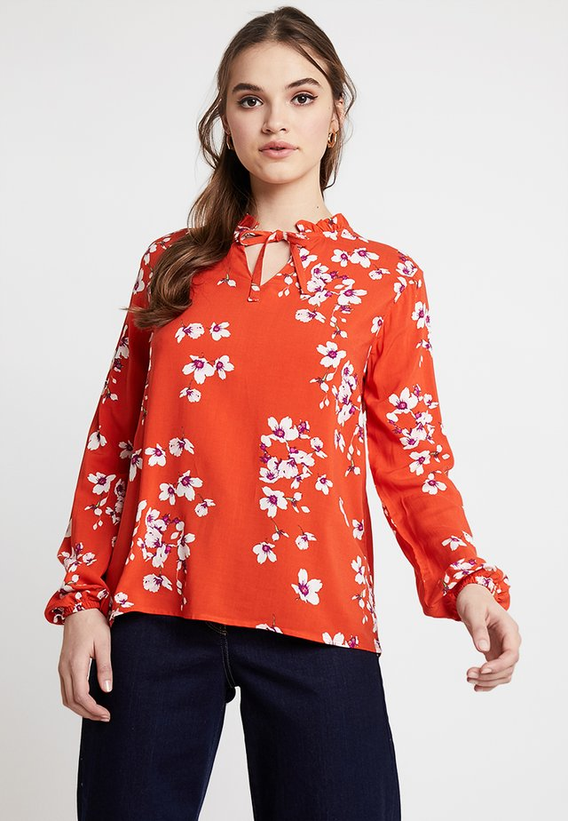 BYHAILEY FRILL BLOUSE - Pusero - red combi