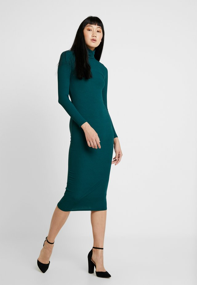 CARLY TURTLE NECK MIDI DRESS - Vestido informal - pine