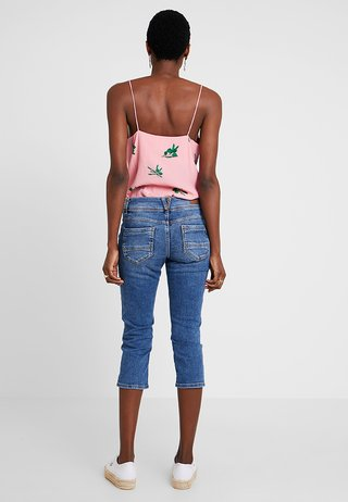 SHAPE CAPRI - Shorts - middle blue denim